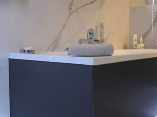 Łazienka w domu jednorodzinnym Nowoczesna łazienka od SYME - Pracownia Wnętrz Nowoczesny