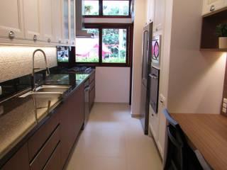 Cozinha J & E por Larissa Minatti Interiores Moderno