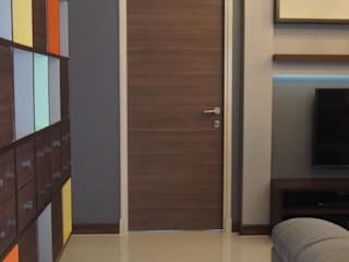 Supalai Prima Riva Condominium Ingresso, Corridoio & Scale in stile moderno di UpMedio Design Moderno