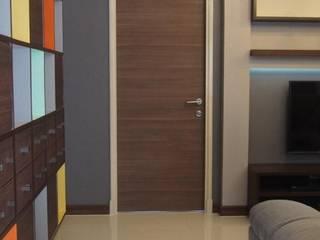 Supalai Prima Riva Condominium Modern corridor, hallway & stairs by UpMedio Design Modern