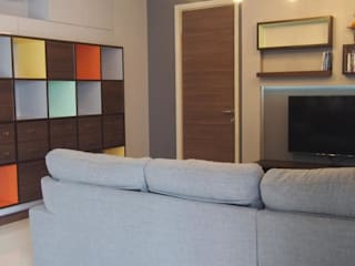 Supalai Prima Riva Condominium Modern living room by UpMedio Design Modern