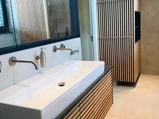 BATHROOM DESIGN:  Badkamer door VAN VEEN INTERIOR DESIGN, Modern