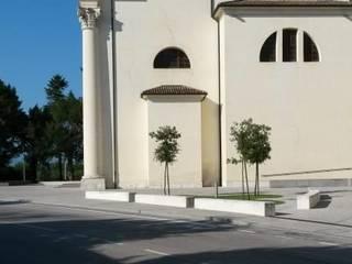 ARERREDO URBANO A CAVOLANO (SACILE):  in stile  di GINO FASAN ARCHITETTO