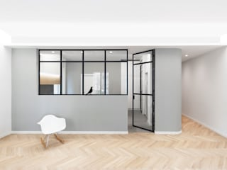 DMC | Round the Corner Apartment di PLUS ULTRA studio Minimalista