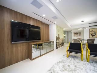 REFORMA EM APARTAMENTO - PROJETO COMPLETO E EXECUÇÃO DE OBRAS - SÃO PAULO - SP - MOEMA ABBITÁ arquitetura Salas de estar minimalistas Branco