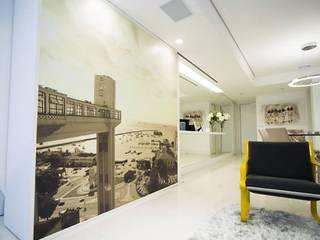 REFORMA EM APARTAMENTO - PROJETO COMPLETO E EXECUÇÃO DE OBRAS - SÃO PAULO - SP - MOEMA Salas de estar minimalistas por ABBITÁ arquitetura Minimalista
