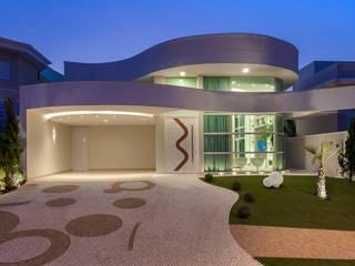 Case moderne di Designer de Interiores e Paisagista Iara Kílaris Moderno