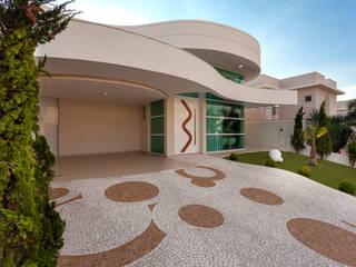 現代房屋設計點子、靈感 & 圖片 根據 Designer de Interiores e Paisagista Iara Kílaris 現代風