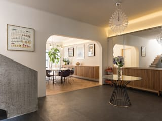 casa milton Pasillos, vestíbulos y escaleras eclécticos de estudio atemporal Ecléctico