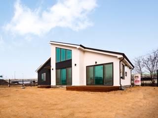 부모님 세대가 거주하기 적합한 단층 전원주택 모던스타일 주택 by 한글주택(주) 모던