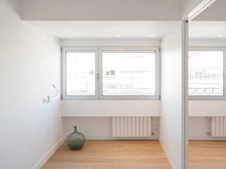 casa GF | Valencia, Spain estudio calma Dormitorios de estilo minimalista Blanco