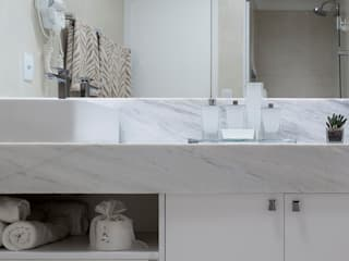 Bathroom by Bruno Sgrillo Arquitetura