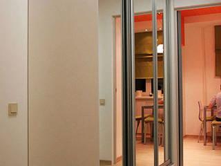 Pasillos, vestíbulos y escaleras minimalistas de Irina Yakushina Minimalista