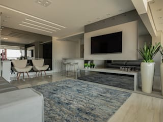 Living room by LAM Arquitetura | Interiores,