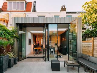 Bloemendaal | villa| verbouwing | uitbouw | veranda:   door DRAW architecten BV