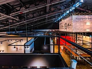 복합문화공간 누에 - 중앙전시홀: 내츄럴디자인컴퍼니의  전시장