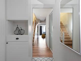 輕清美式 斯堪的納維亞風格的走廊,走廊和樓梯 根據 知域設計 北歐風