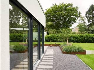 Moderne Villa:  Garten von seyfarth stahlhut architekten bda Part GmbB,Modern