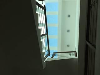 DETALLES CON LUZ NATURAL: Escaleras de estilo  por Dic Arquitectos