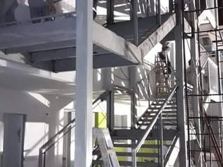 Modulo de Escaleras en Edificio de AXKAN ESTRUCTURASyCONSTRUCCION Minimalista