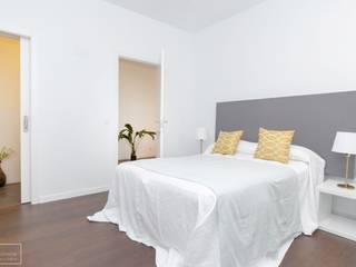 Theunissen Staging y Decoración SL BedroomBeds & headboards Yellow