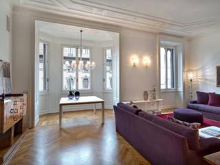 appartamento Milano zona Magenta con Claudia Ponti: Soggiorno in stile  di Costa Zanibelli associati