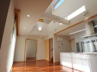 S邸 モダンデザインの リビング の 秋山建築設計事務所 モダン