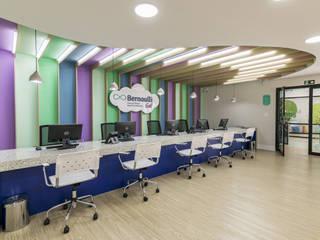 Bernoulli Go: Escolas  por Ivan Araújo Fotografia de Arquitetura,Moderno
