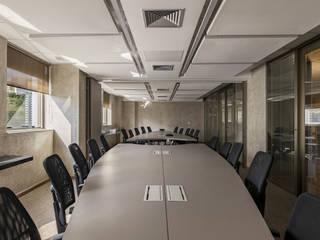 One Investimentos: Escritórios  por Ivan Araújo Fotografia de Arquitetura,Moderno
