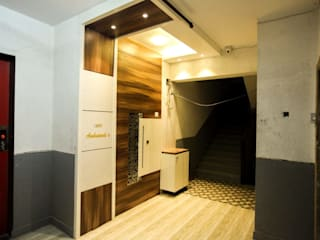 2 BHK home in Thakurli, Mumbai :  Corridor & hallway by Square 4 Design & Build