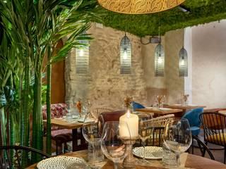 Nhà hàng theo MisterWils - Importadores de Mobiliario y departamento de Proyectos., Chiết trung