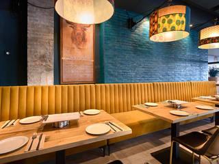Nhà hàng theo MisterWils - Importadores de Mobiliario y departamento de Proyectos., Hiện đại