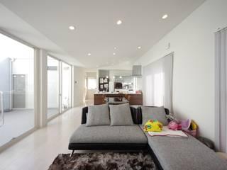 インナーコートのある家 モダンデザインの リビング の 徳永建築事務所 モダン