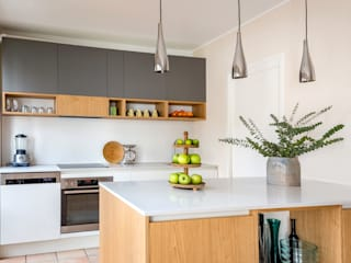 CONSCIOUS DESIGN - INTERIORS Built-in kitchens Wood Grey