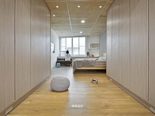 Minimalist dressing room by 森畊空間設計 Minimalist