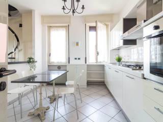 Classic style kitchen by Le Case di Erica | Interior&HomeStaging Classic