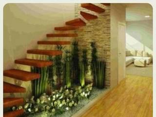 Jardines bajo las Escaleras : Escaleras de estilo  por Grupo Inza