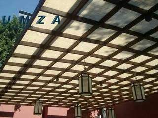 CUBIERTAS DE YUTE Balcones y terrazas rústicos de LUMZA SA DE CV Rústico