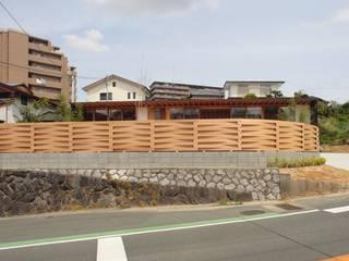 SR-house/傾斜地に開く家 モダンな 家 の 長谷守保 建築計画 モダン