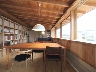 自宅件事務所 モダンデザインの リビング の 長谷守保 建築計画 モダン