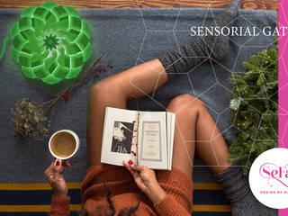 Sensorial Gate - Lampada Mandala Cromoterapica: Soggiorno in stile  di SeFa Design by nature