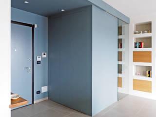ARCHISPRITZ Pasillos, vestíbulos y escaleras de estilo moderno Azul