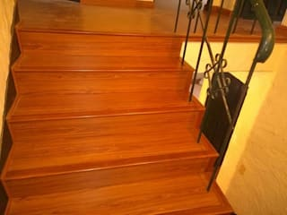 Instalaciones de escaleras : Escaleras de estilo  por Dr instalaciones