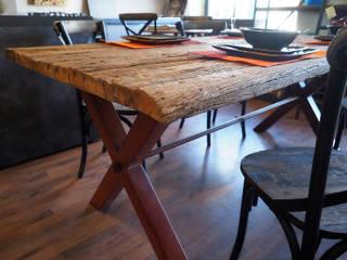 Tavoli industrial legno e ferro: Sala da pranzo in stile  di nuovimondi di Flli Unia snc