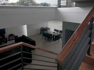 Tu Casa Soñada Pasillos, vestíbulos y escaleras modernos de Palmeras Construcciones Moderno