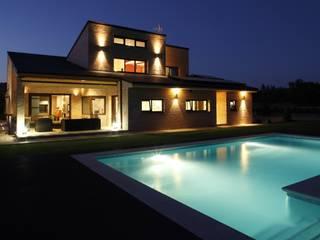 モダンな 家 の Domonova Soluciones Tecnológicas para tu vivienda en Madrid モダン