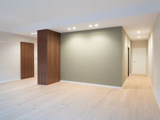 Minimalist living room by UAIG | Ufficio Architettura Interni Grammauta Minimalist