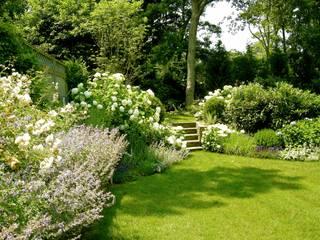 Vườn phong cách chiết trung bởi Rafael Rivero Terry arquitecto paisajista Chiết trung