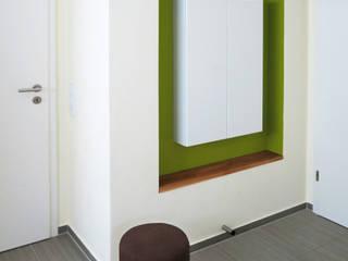 Modernes Badezimmer mit Holz in Grün:  Badezimmer von T-raumKONZEPT - Interior Design im Raum Nürnberg,Modern