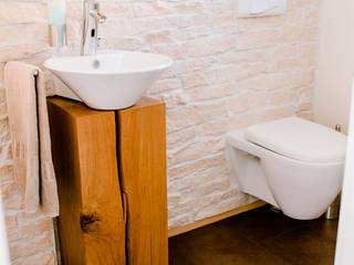 Gäste-Toilette wird zum Raumwunder Moderne Badezimmer von T-raumKONZEPT - Interior Design im Raum Nürnberg Modern